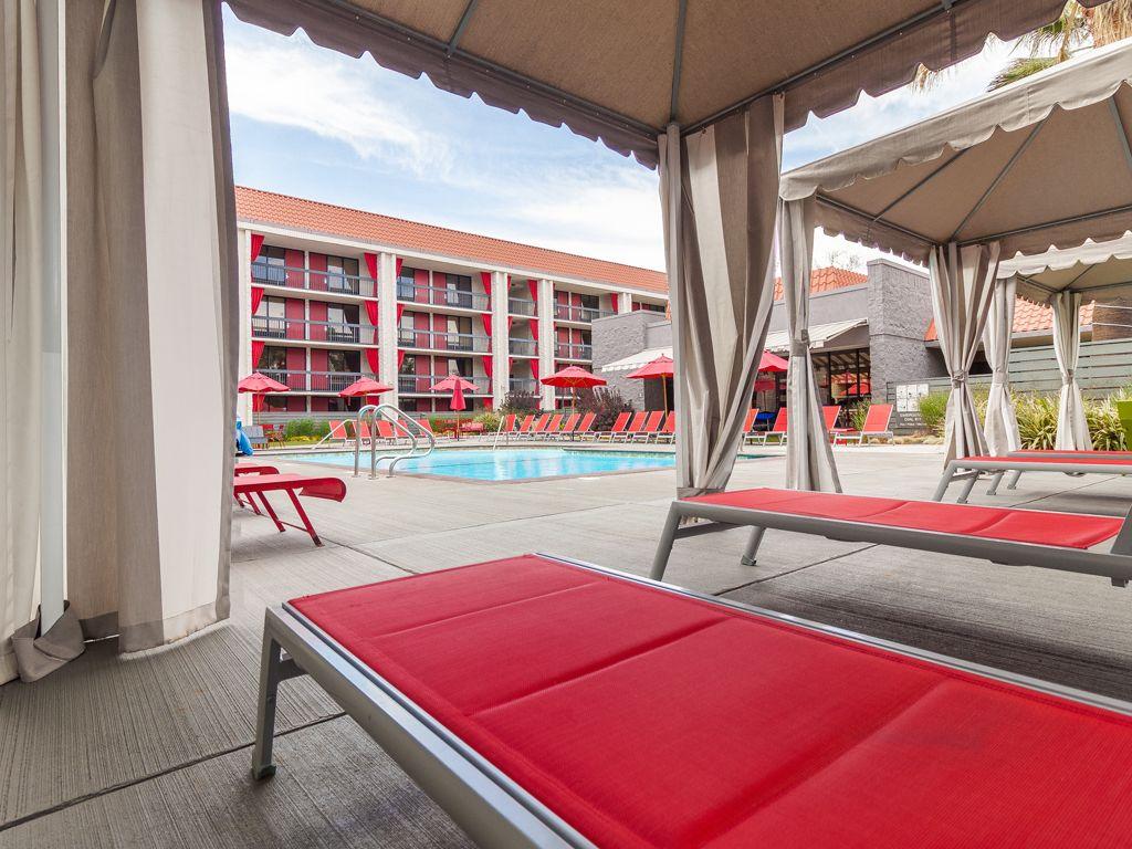 2-Hotels